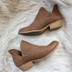 Universal Thread Nora V-Cut Ankle Booties
